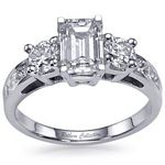 Emerald Cut Damond Engagement Ring